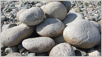 Камни валуны большие в Красноярском крае