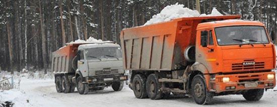 Камаз со снегом